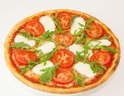 Pizza Maxi Mozzarella mit Rucola
