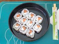 Uramaki de queso crema y salmón (10 unidades)
