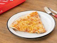 Slice pizza muzzarella