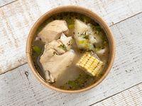 Sopa de Pollo (16 oz)