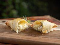 Empanada de queso y aceitunas