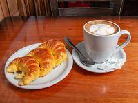 Café con leche express + medialunas