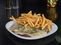 Milanesa con muzzarella y orégano con papas fritas o papas rústicas