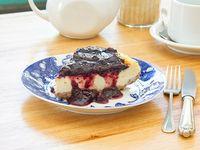 Porción cheesecake con frutos rojos