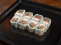 Uramaki roll de salmón, queso crema y ciboulette