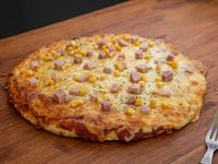 Pizza con choclo y panceta