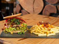 Hamburguesa doble completa con 5 gustos salsas + papas fritas con cheddar y panceta