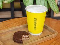 Combo PedidosYa - Café con leche de 14 oz + alfajor