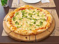 Pizza individual con brócoli y queso azul