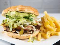 Sándwich vegano + papas fritas