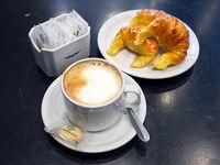 Café con leche + 3 medialunas