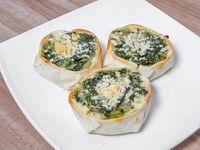 17- Empanada de espinaca con cebolla salteada, salsa blanca, muzzarella y provolone