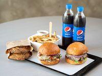 2 Hamburguesas + 1 fritas + 2 bebidas linea Pepsi + 2 cookies