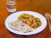Suprema con vegetales al wok