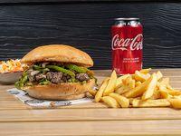 Combo - Hamburguesa baby ranch + papas fritas + bebida en lata o Nestea + ensalada coleslaw