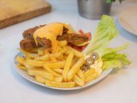 Milanesa vegetariana de seitán con queso cheddar