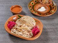 Tacos de Pollo + bebida