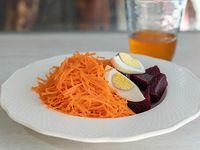 Ensalada de remolacha, huevo y zanahoria