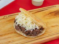 Arepa de carne y queso