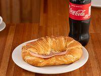 Promo - Medialuna de jamón y queso + Coca Cola 600 ml