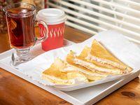 Sandwich Caliente, de obsequio Café, café con leche té, exprimido de naranja 1 a elección