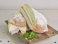 Sándwich ciabatta de jamón y queso con papas Fritas