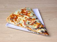 Pizza Estofada Gratinada con Tocineta