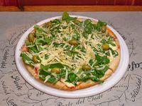 Pizza rúcula con crudo cherry y parmesano
