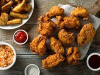 1/4 de Pollo Adobado + 4 Alitas + 8 Lomitos de Pechuga Apanados + Porción de Papas a la Francesa + Porción de Yukitas + Ensalada Americana + 2 Gaseosas