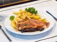 Bife de lomo a la napolitana con guarnición