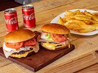 Promo - 2 hamburguesas doble entraña con cheddar, jamón y huevo con lechuga y tomate + 2 papas fritas + 2 latas de Coca-Cola 220 ml