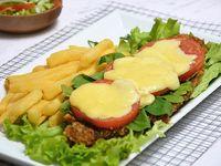 Milanesa capresse + papas fritas