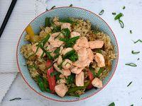 Wok de arroz y salmón
