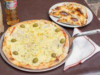 Grande de mozzarella más 6 empanadas y gaseosa 1.5L o budweiser 750ml