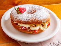 Cake donut chantilly