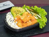 Ensalada Poked crispy con base de arroz de sushi