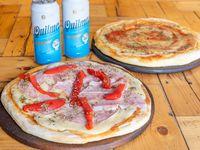 Pizza muzzarella + pizza de jamón y morrones + gaseosa 1.5 L o 2 latas de cerveza Quilmes