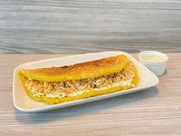 Cachapa de queso llanero y pollo mechado