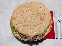 Sándwich gigante con mayonesa