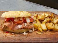 Sándwich con panceta, tomate y lechuga