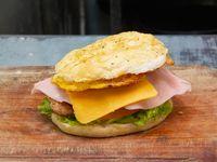 Sándwich 1/4 pollo con jamón, queso, lechuga, tomate y huevo