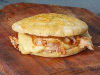 Sándwich 1/4 pollo con panceta, mozzarella y queso