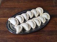 Docena de empanadas crudas