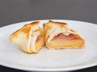 Empanada casera de jamón y queso
