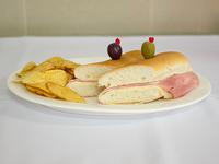 Sándwich de jamón cocido con queso