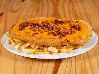 Milanesa cheddar y panceta + papas fritas con cheddar y panceta
