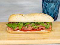 Mini baguette con salmón ahumado
