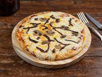 Pizza con tomates secos y champiñón