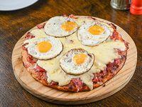 23 - Pizzeta con panceta y 4 huevos fritos