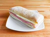 Pan batta relleno de jamón y queso